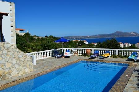 Villa big pool & seaview 10%OFF FOR EARLY BOOKING - Almirida - Villa