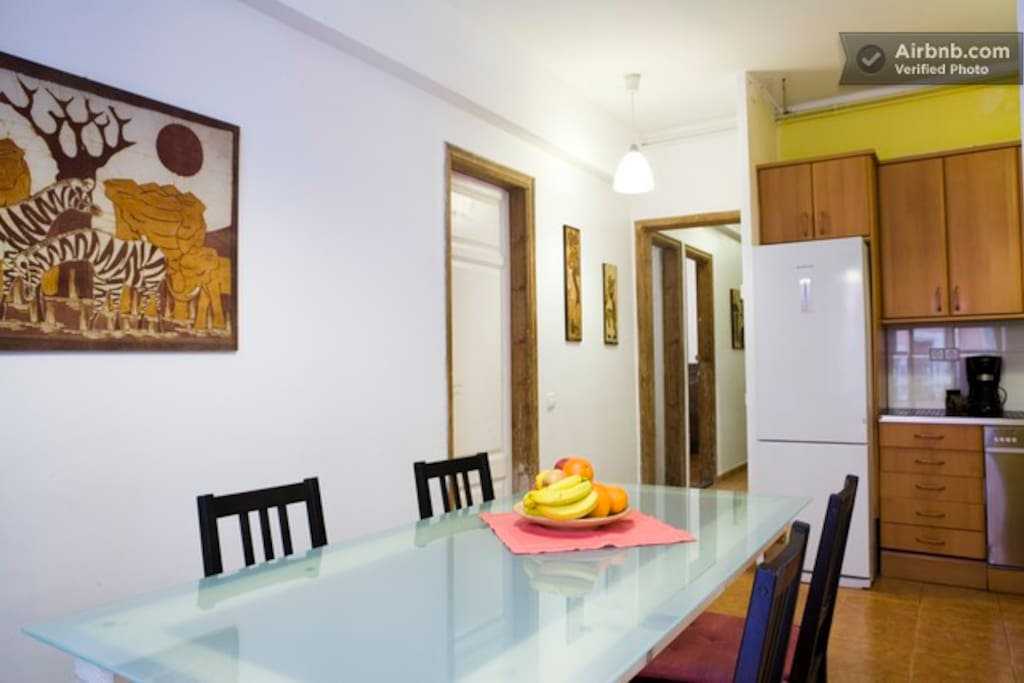 Shared fully eqipped kithcen and dinning area
