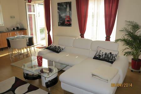 Апартаменты в Праге с террасой 34m - Prague - Villa