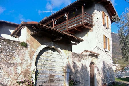 Amazing view from age-old Farmhouse - Toscolano-Maderno - Bed & Breakfast