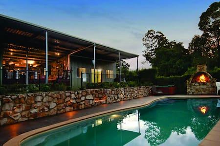 Peaceful Palmwoods Acreage Retreat - Inny