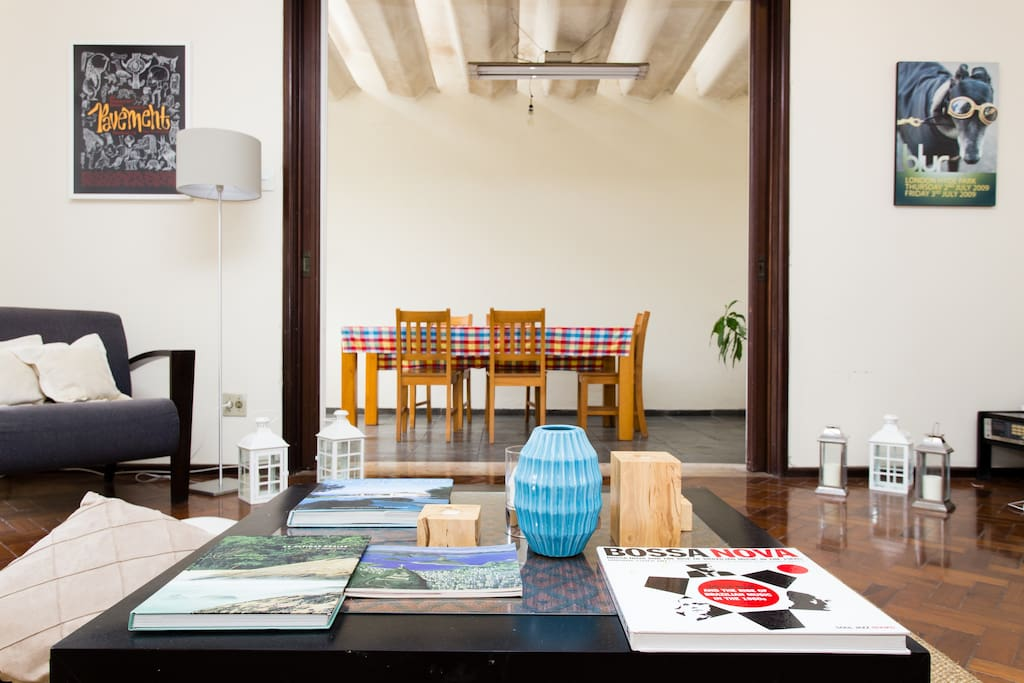 The leaving room is ideal to chill before your busy day around Rio and you can check some of the interesting books about the city and its many cultural manifestations.