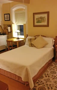 Cozy Guest House w/Private Entrance - Providence - House
