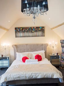 Honeymoon Suite ensuite sleeps 2 - Axminster