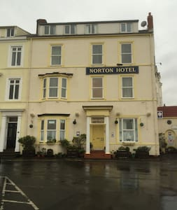 Self catering Hotel next to the Sea - Seaton Carew - Bed & Breakfast