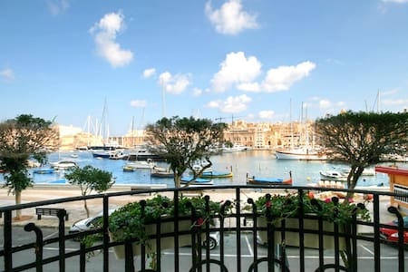 Stylish Seafront No65. - Senglea - Ev