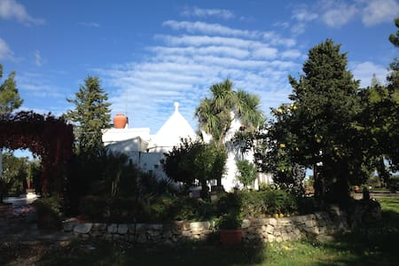 Trulli,depandance,gardens in Valle - Bed & Breakfast