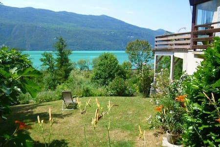 Logement avec jardin au bord lac du Bourget - Haus