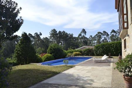 Casa clásico moderna con piscina en Tui - Chalet