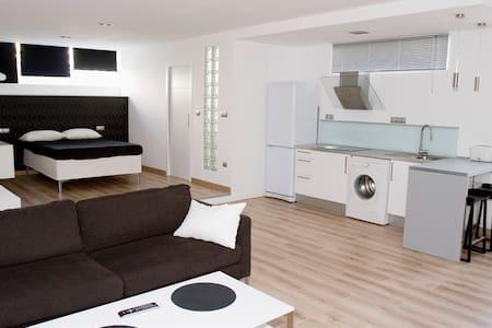 Nice loft in black and white - Tarifa - Loft