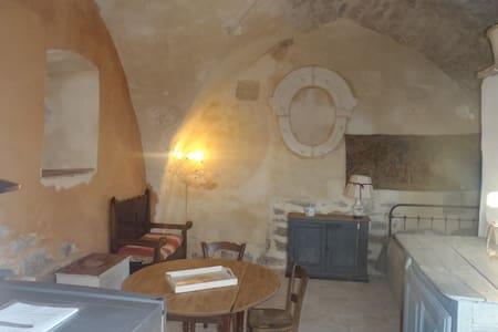 gîte  dans ancienne chapelle - House