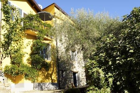 Dorfhaus mit Garten u. Weitblick - House