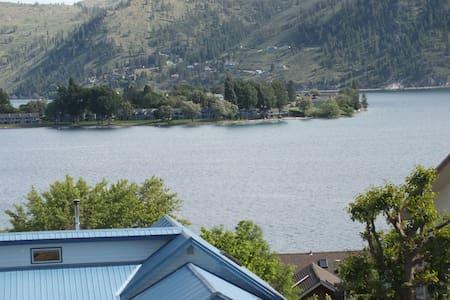 The Blue Water Pool House-Lake Chelan - House