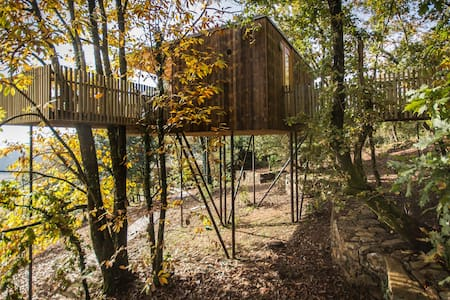 Tree house (Furnas Cabin) - Outes - Boomhut