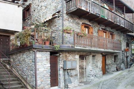 Acogedora casa italiana en Verceia  - Verceia - Hus