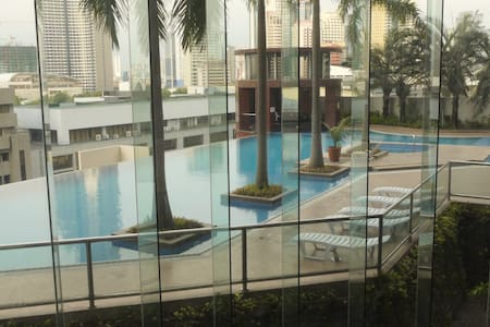 Fantastic Makati CBD private room. Awesome pool! - Apartment