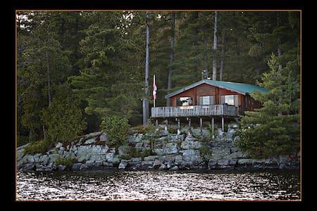 Whispering Pines Remote Log Cabin - Kabin