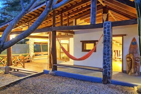 Casa Mambo  - Tamarindo Surf House - Casa