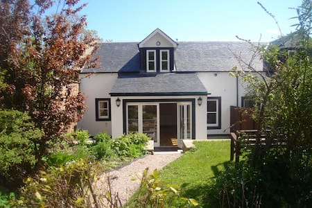 Luxury cottage in the heart of Crail.  Sleeps 8 - House