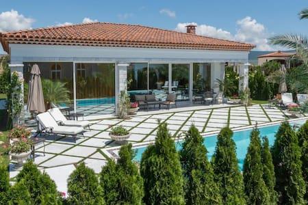 Dolce Vita Luxury Villa Sunny Beach