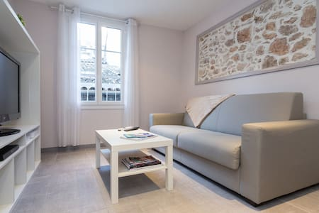 Nice two-room apartment in the heart of old Antibes - Antibes - Apartment