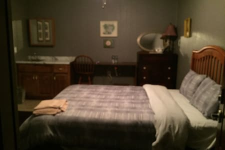 Choice of room with queen or 2 twin - Waverly - Bed & Breakfast