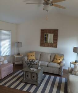 Nice 1Br. Condo w/Pvt.Patio, Garage - La Mesa