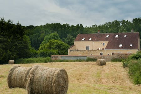Le cheval Blanc , ferme rénovée - Vichères