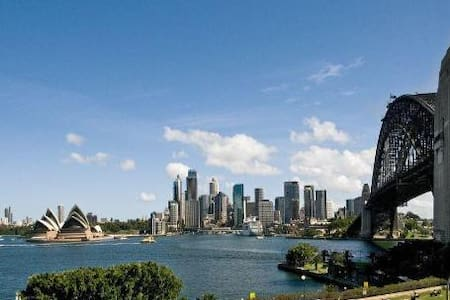 Walk outside to views of Opera House - Queen bed - Kirribilli - Apartment