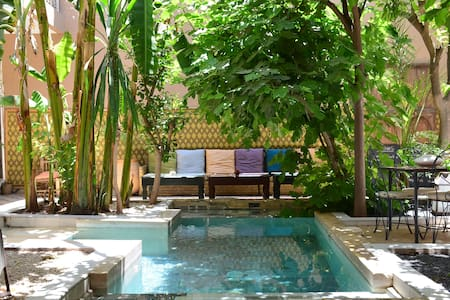 So Cheap So Chic Riad with pool