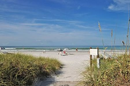 Steps from Siesta Key beach! - Apartamento