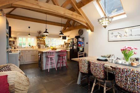 Beautiful Grade 2 Georgian Cottage - Hurstpierpoint