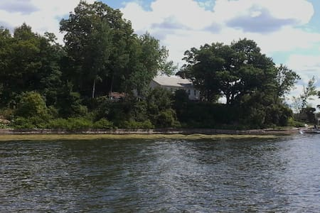 3New Re Cottages on Lake Champlain! - Mökki