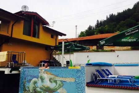 Basein djakuzi sauna 5 stai i mnogo - Smolyan - Haus