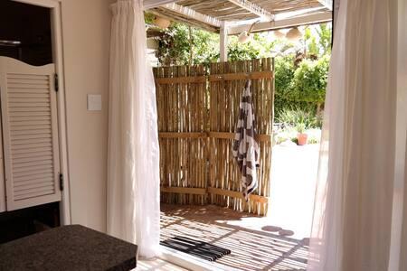 Studio garden flat | Mountain,Beach - Kaapstad