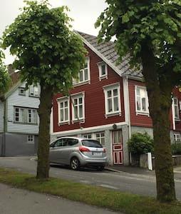 Koselig leilighet i den gamle trehusbebyggelse - Egersund