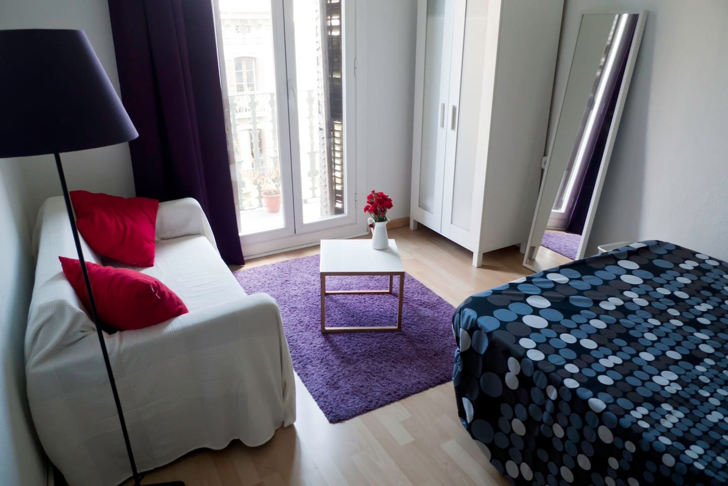 BCN center, spacious and sunny room