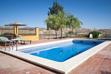 villa with pool, WIFI, lake views - Ardales