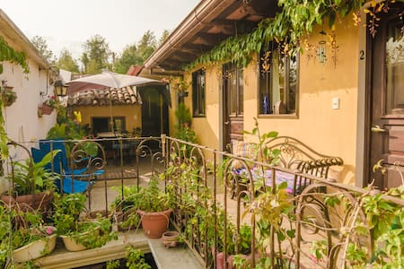 Private bath, wifi, Rm. 2 - Travel with Purpose - Antigua Guatemala - Bed & Breakfast