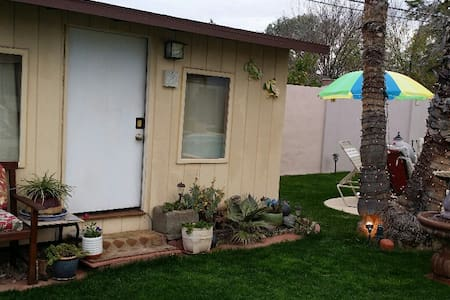 Quiet, Cute Tiny House Living - Chandler - Cabaña
