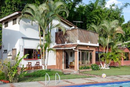 Relax in sunny warm rural condo! - Cabaña