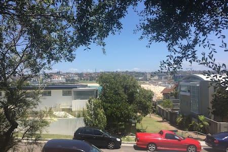 Stroll to North Bondi beach - Apartamento