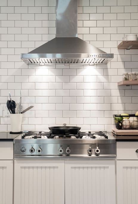 6-burner gas rangetop; perfect for cooking up a feast.