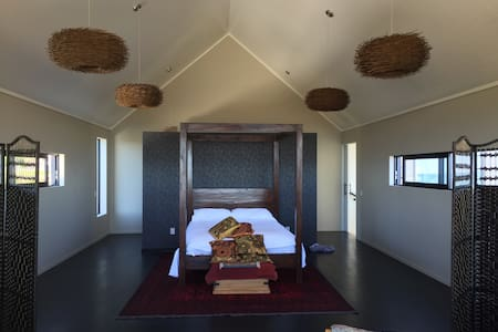 Master suite, ocean views new house - Greymouth - Bed & Breakfast