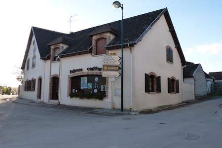 """chambre chez l'habitant """"Les Marlaix"""" - Vert-Toulon - House"""
