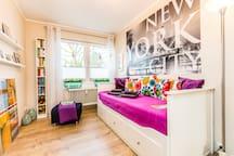 Citynahes Zimmer im Ikea Stil