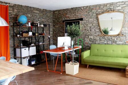 Little vintage beautiful room - House