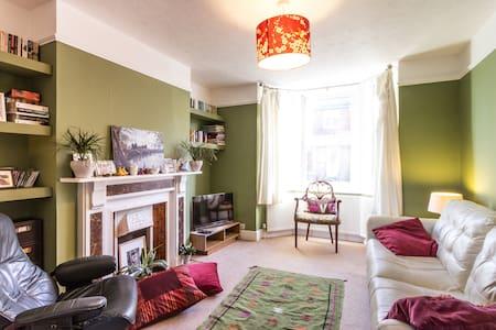 small single in Canterbury - Casa
