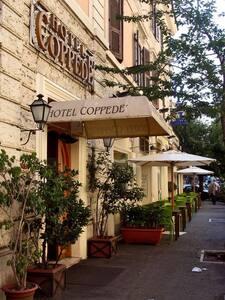 Rooms Coppedè - Bed & Breakfast