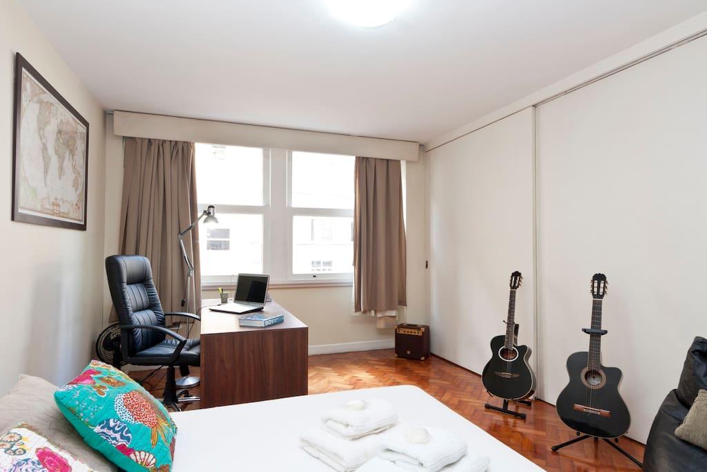 Cozy Large Bedroom In Copacabana!